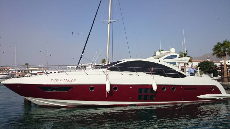 BOAT AND LUXURY YACHT RENTAL IN LANZAROTE