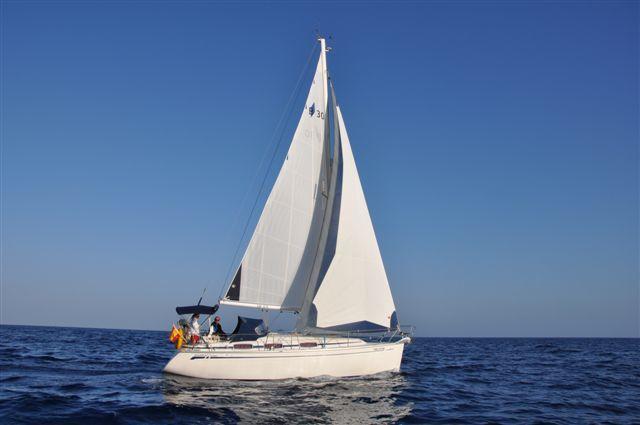 www.lanzaroteyachtcharter.com     Alquiler sin patrón. Bareboat